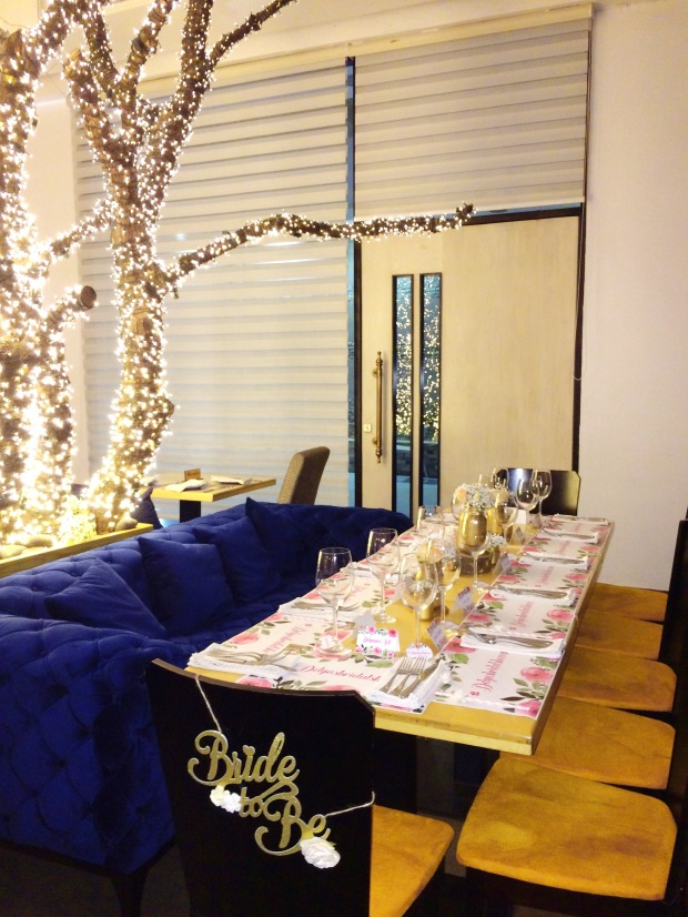 vintage-bridal-shower-full-table-decor