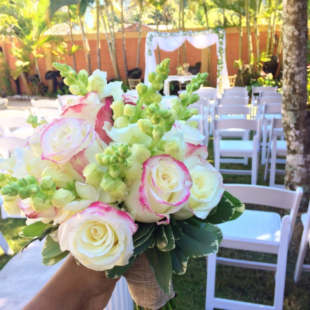 vintage-wedding-bride-flowers