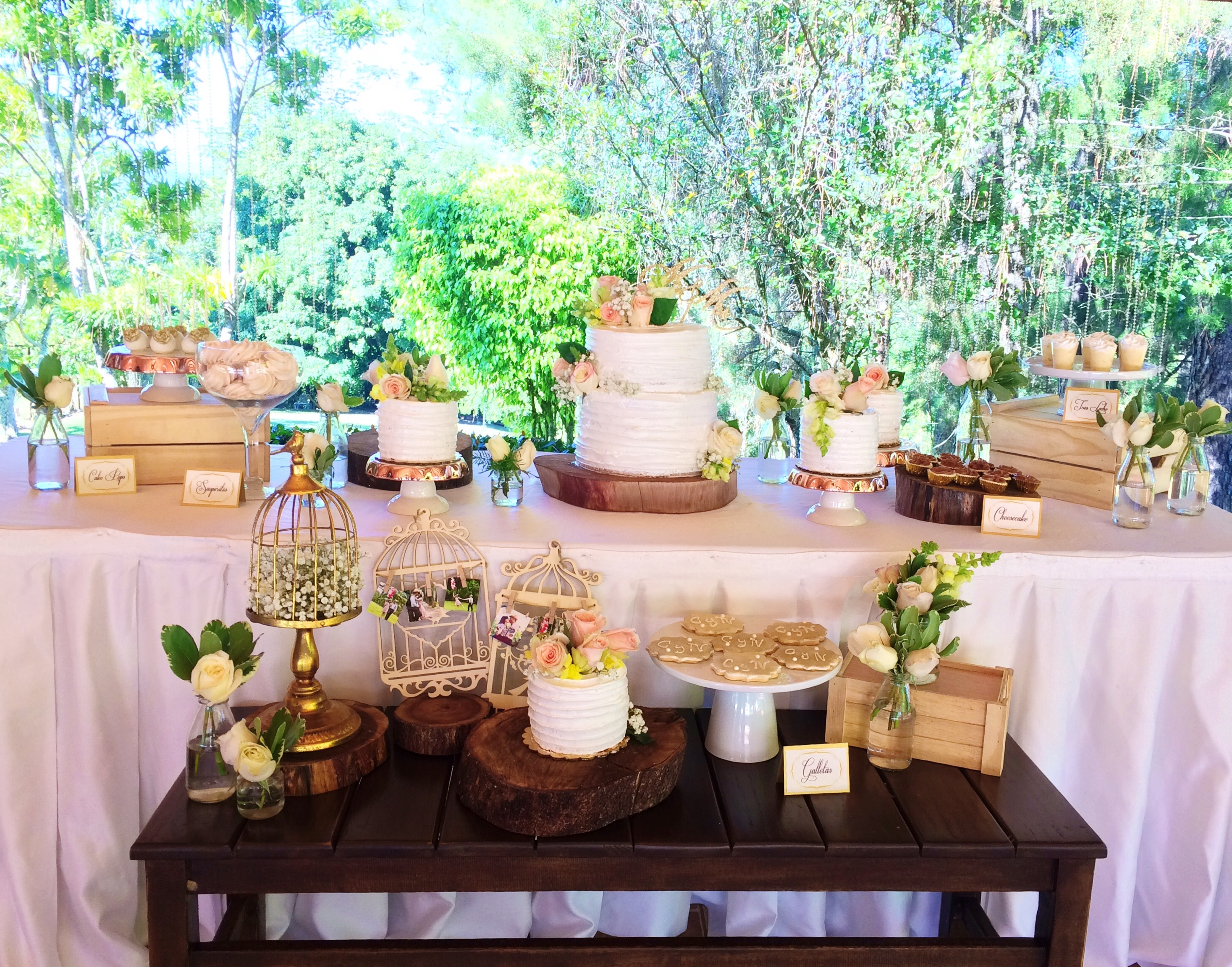 vintage-wedding-sweet-table