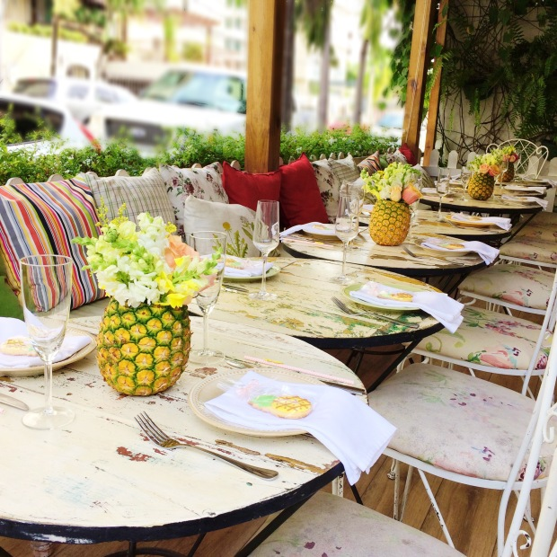 Pineapple Brunch-Table Decor